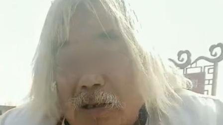 老人假装流浪拄拐乞讨被行拘 警方:家中有房还有20万元存款