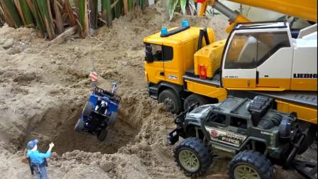 起重机警车救援掉进沙坑的汽车,挖掘机堆土机大卡车填沙坑工作表演。