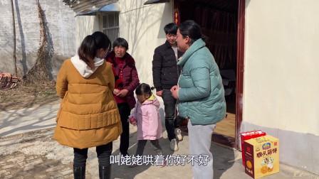 婆婆去帮小姑子看孩子,辣椒姐听了不同意,见小姑子拿礼马上变脸