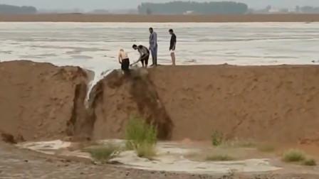 泄洪四人小队,只要一把铁锹一个堤坝,就能给你变出一条河!