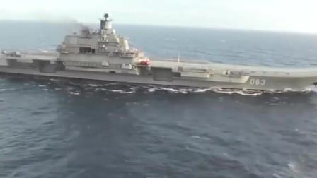 俄海军库兹涅佐夫上将号航空母舰,阻拦索失效,一架苏-33坠海