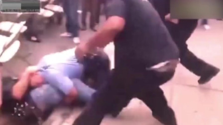 愤怒的男子打了美国警察一耳光,结果遭到猛烈报复,有点狠!