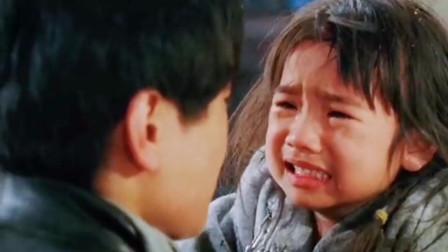 爸爸从外地回来,看到别人这样对待自己的女儿!她还是个孩子啊!