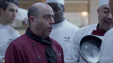大叔看上主厨绝版刀,可接下来的举动让主厨看傻,把刀拱手相让