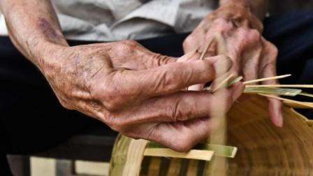 早上起床后,老是会手指发麻,与哪些因素有关?