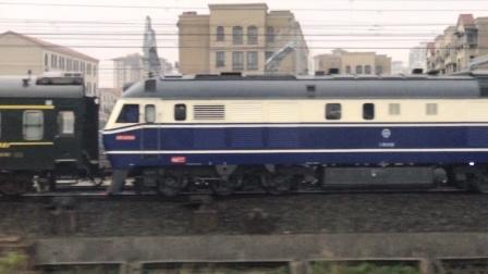 D5622次与T236次同时驶出芜湖站