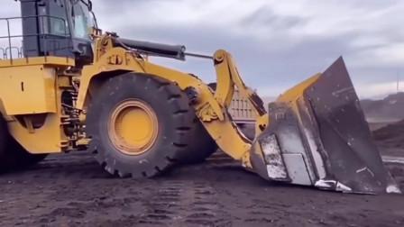 为什么矿山上喜欢使用重型装载机?