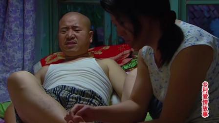 广坤下脚够狠,差点踩断了刘能脚指头,疼得刘能在家哇哇叫!