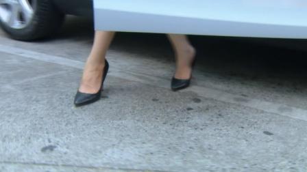 情牵一线:女总空降公司,脚踩恨天高配包臀裙,瞬间成为全场焦点