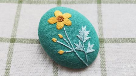 手工刺绣小图一幅,两种常用针法绣一束复古小花,看完你也想绣