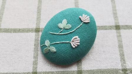 手工刺绣小物——缎面绣的三叶草,花朵用了有立体感的卷针绣