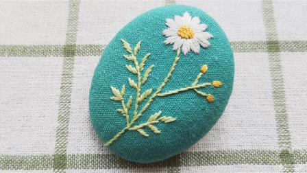 手工刺绣小雏菊,叶子和花瓣都用了缎面绣,简单又好看