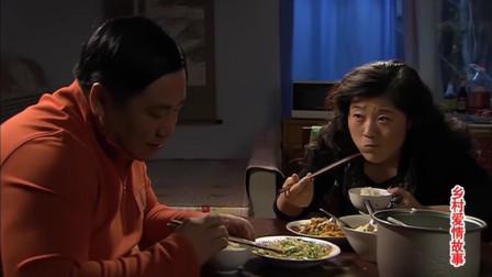 刘达脑袋嫌王云吃饭吧唧嘴,还让她闭嘴吃,亲自给她做示范!