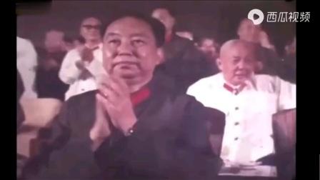 1977年華國鋒觀看建軍五十週年文藝演出