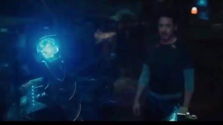绯红女巫动一动手指,就能控制人心灵,钢铁侠都被她带入了幻境
