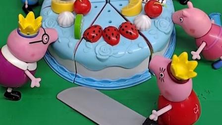 猪妈妈还没切蛋糕呢,小猪一家就开始吃蛋糕了,猪妈妈要先帮他们切开