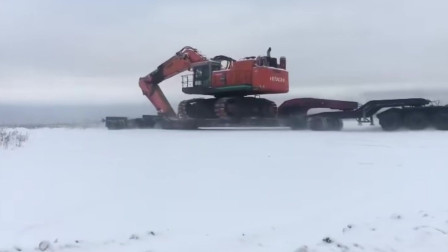 为什么挖掘机要横着爬上卡车板车运输?