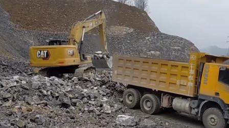 为什么履带挖掘机可以站在尖锐石头上装载矿石?