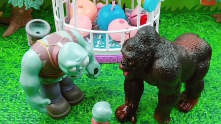 佩奇一家被怪兽抓了,巨人僵尸把他们救出来了,巨人僵尸做了件好事