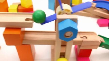 彩色积木搭建游乐场滑梯玩具