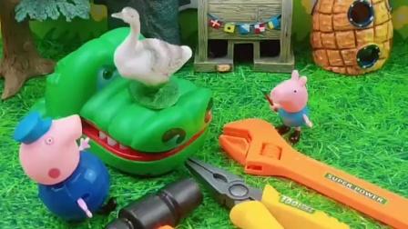 猪爷爷家的大白鹅被大鲨鱼抓了,乔治和猪爷爷把鹅救出来了,乔治真厉害
