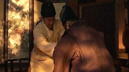 武将脱下衣服坦露背上的伤痕,皇上立马起身抱住他