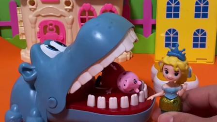 趣味玩具:霸王龙过来从鳄鱼嘴里救出了佩奇!