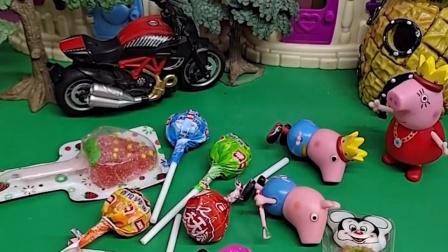 小猪们总是吃糖,猪妈妈生气把他们赶出来了,乔治过来也教育他们