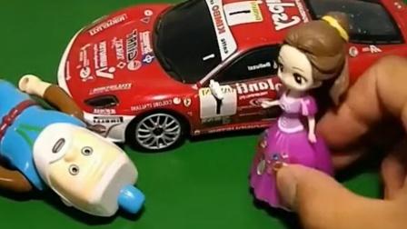 贝尔开车撞倒了老爷爷,白雪过来扶老爷爷,结果被贝尔诬陷了