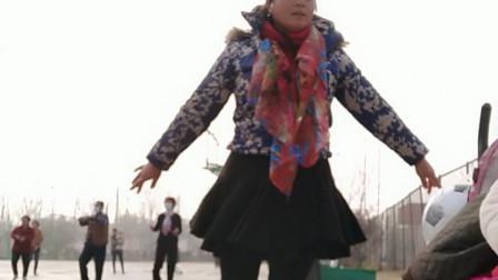 春天美广场舞《广场上玩着跳着》