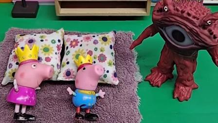 佩奇乔治正在睡觉,怪兽变成猪妈妈的样子,来骗他们跟自己走