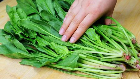 炒菠菜时,切记焯水和直接下锅炒,正确做法教给你, 翠绿又营养