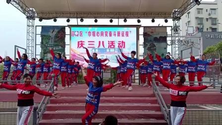 美久广场舞串烧《最亲的人》《漫步人生路》表演:四川富顺时尚舞队