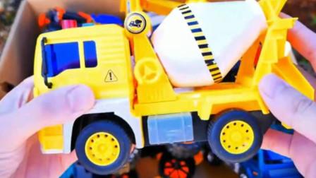 玩具工程车:搅拌车 挖掘机 大卡车 叉车的展示与介绍