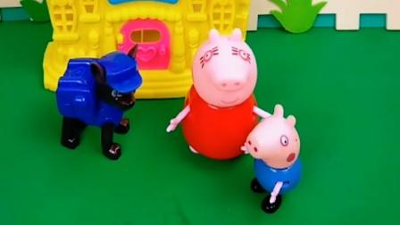 猪妈妈不关心乔治,只对阿奇好,乔治把狗狗的鸡腿拿走了