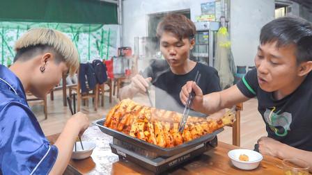 海南人吃鱼有一套,超大海鱼1秒脱皮3次回锅,鲜香爽辣下酒太绝了