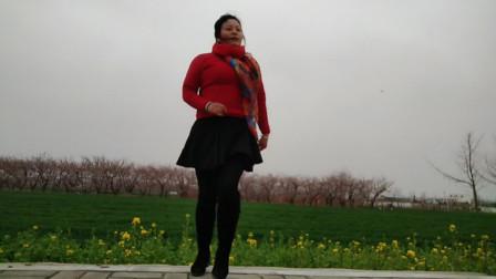 春天美广场舞《下辈子不一定遇见》外景