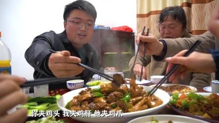 撇下老爸,偷偷带老妈老婆下馆子吃鸡,我做的菜不香?全吃撑