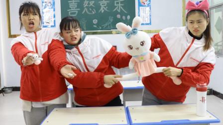 同学的黏土玩具被弄坏,胖芸儿用魔法变出真玩具,同学高兴坏了