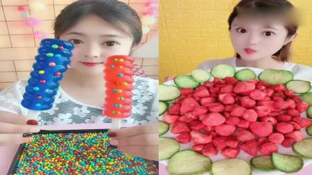 小可爱吃播:棒棒果冻、酸甜草莓脆,看着超过瘾,是我向往的生活