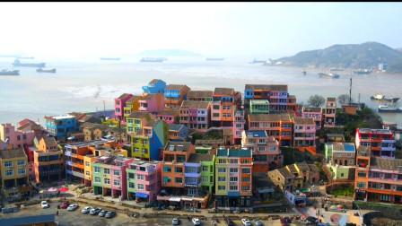 崇洋媚外不可取,对比国外的网红村庄,我们中国的网红村也不差