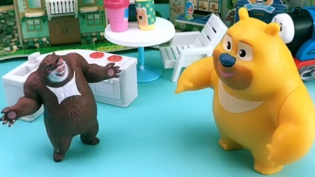 熊大对熊二很好,给熊二又是做吃的,又是陪熊二玩
