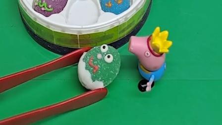 佩奇正在吃小馒头,乔治偷偷去夹,会不会被佩奇发现呢?