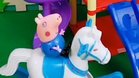 乔治佩奇正在玩,猪爸爸穿奥特曼的衣服来找小猪,小猪会开心吗?