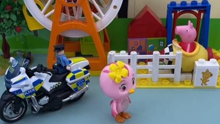朵朵看到了警察叔叔,她非常害怕,这是发生什么事情了?
