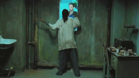 女主躲进密室看男友的反应,结局让她无比失望!