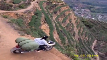 行车记录仪:福建农村山路十八弯,女司机是真敢跑,小弟佩服
