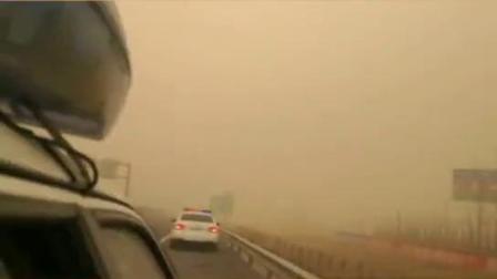 大风扬沙天气来袭,过路的司机师傅们,开车多观察降速慢行!