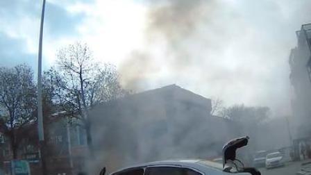 警民联手及时扑灭自燃车辆!
