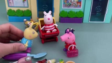 小猪佩奇苏西玩过家家,小兔瑞贝卡想玩,当苏西的护士